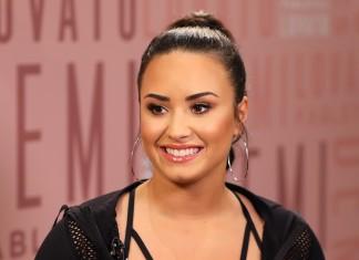 Demi Lovato Visiting Fabletics at Del Amo Fashion Center in Torrance